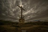 Cruz Belchite y la luna